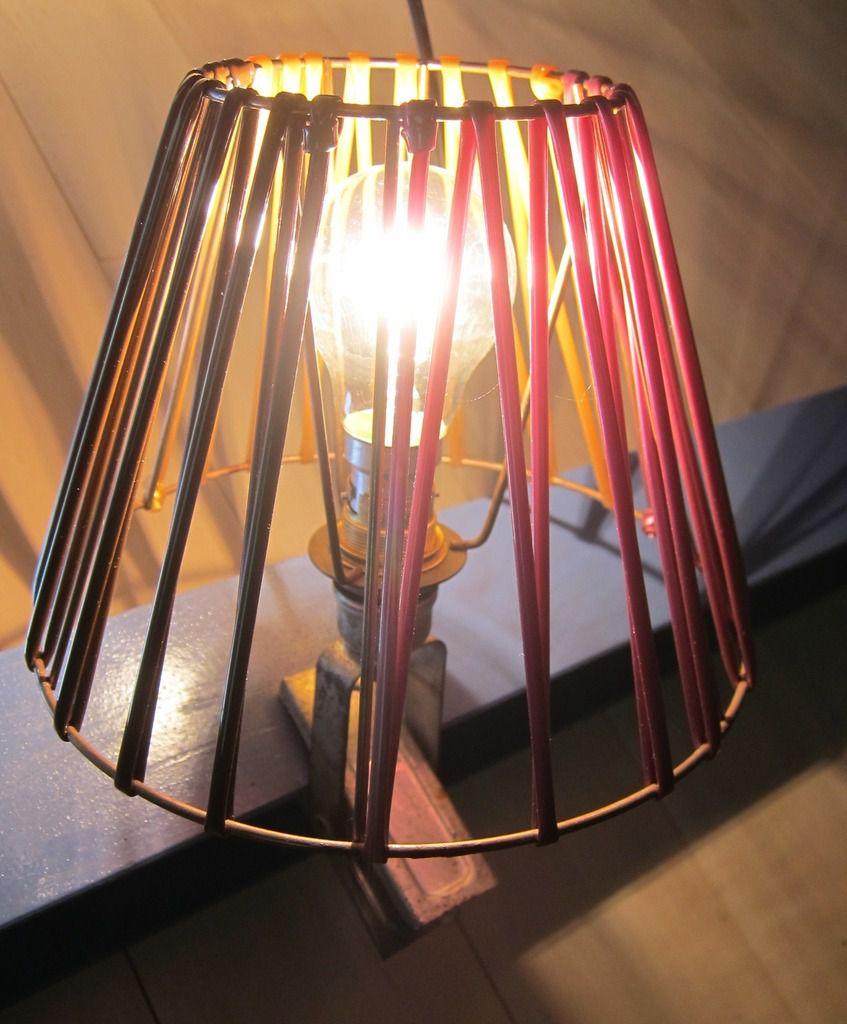 Lampe à pince ATROW scoubidous multicolores - 50 euros
