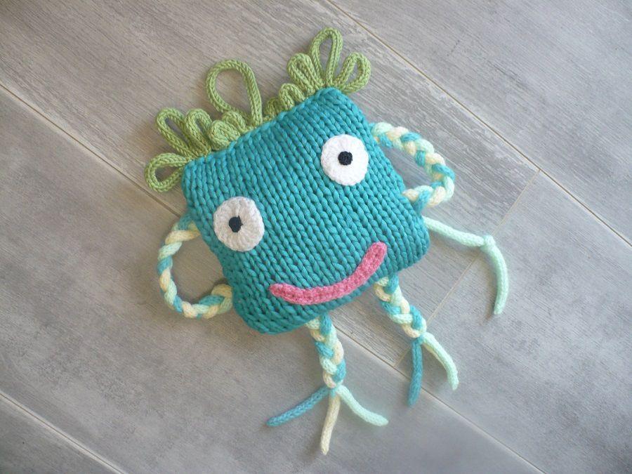 Atelier tricot : un doudou rigolo , un autre ...