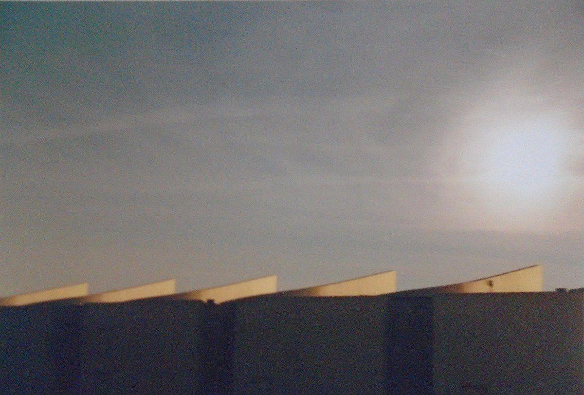 Ph n°2 d'avril 1997, Le haut des immeubles au soleil couchant, Cl. Elisabeth Poulain