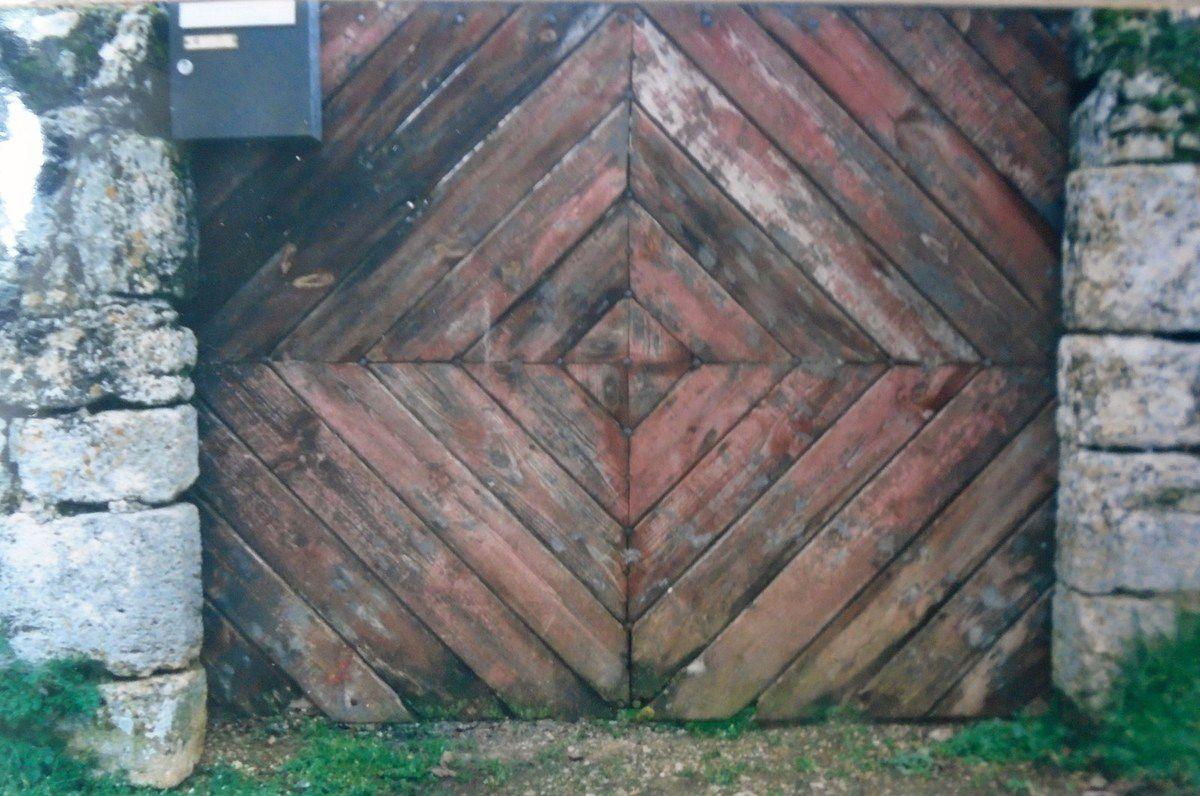 Portail à deux vantaux, avec boîte aux lettres, Clichés 1999-2019 Elisabeth Poulain