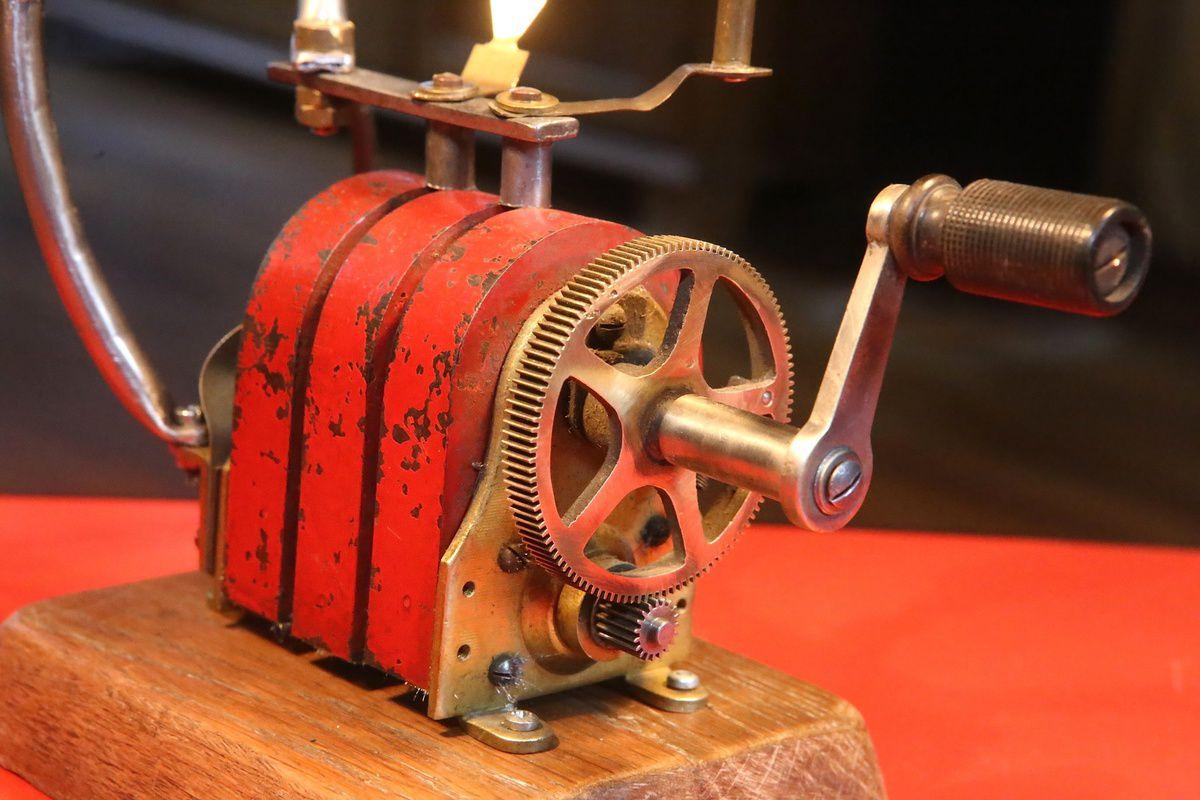 Création unique lampe récup vintage magnéto d'ancien téléphone, lampe tube radio TSF