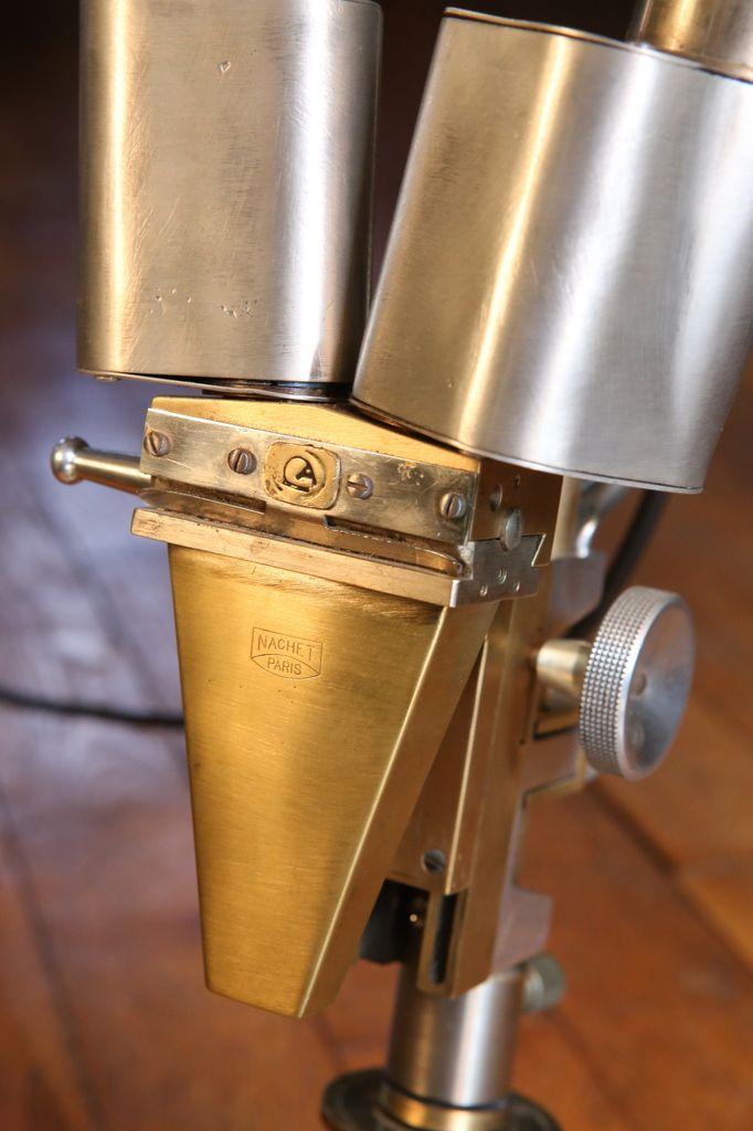 Création lampe upcycling récup détournement d'un ancien microscope Nachet en laiton