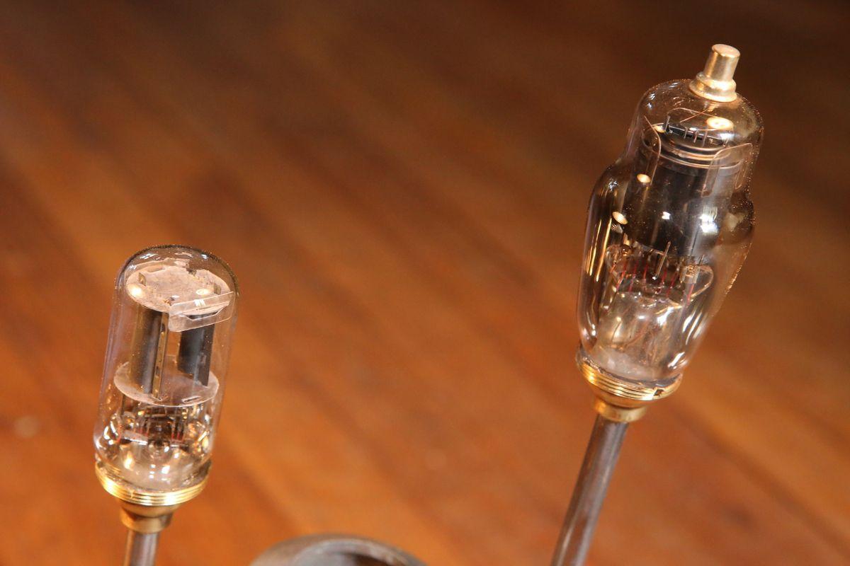 Création lampe unique récup' recyclage ancien détecteur de fumée industriel esprit atelier vintage