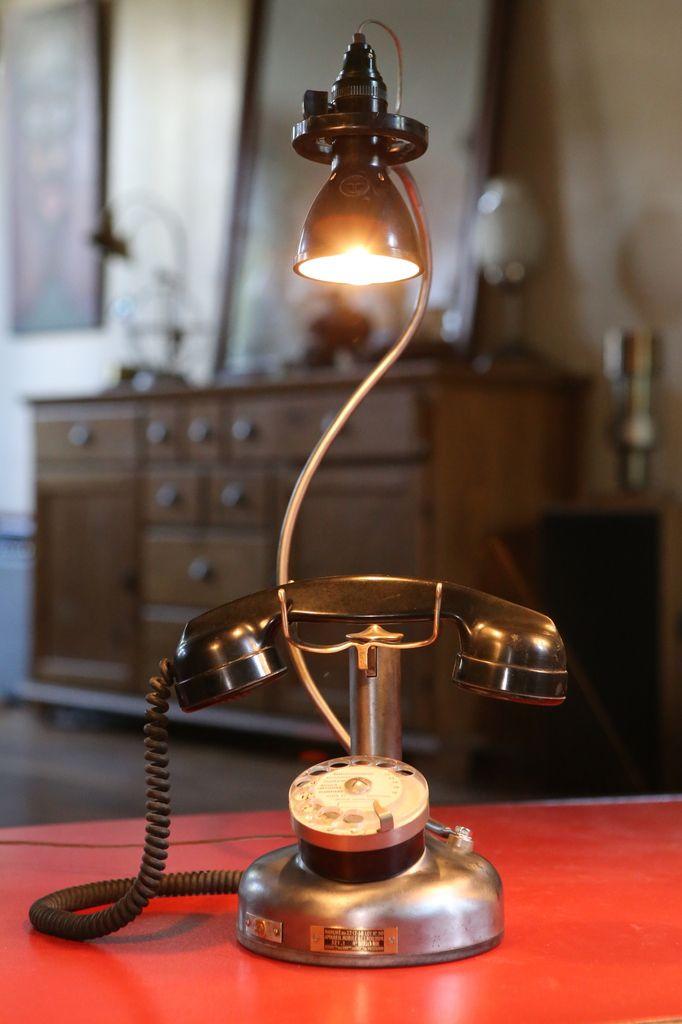 Création unique lampe luminaire récup upcycling ancien téléphone vintage 1938 métal et bakélite