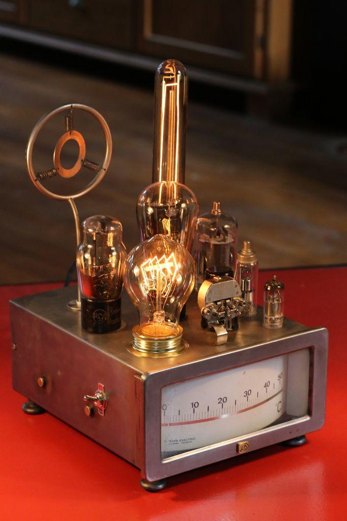 Création lampe luminaire esprit Steampunk, thermomètre industriel, lampes tube de radio TSF, ampoules Edison