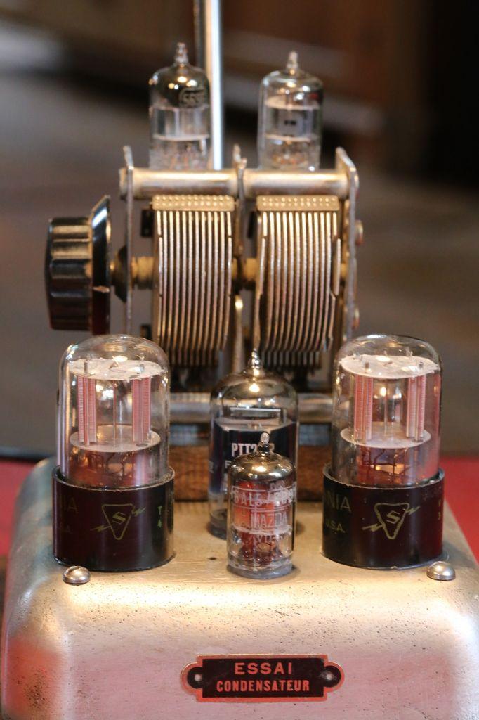Création lampe luminaire unique steampunk art récup, radio TSF, esprit vintage et industriel