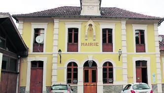 Une plaque commémorative en mémoire aux harkis à la mairie de Juzet d'Izaut (31)