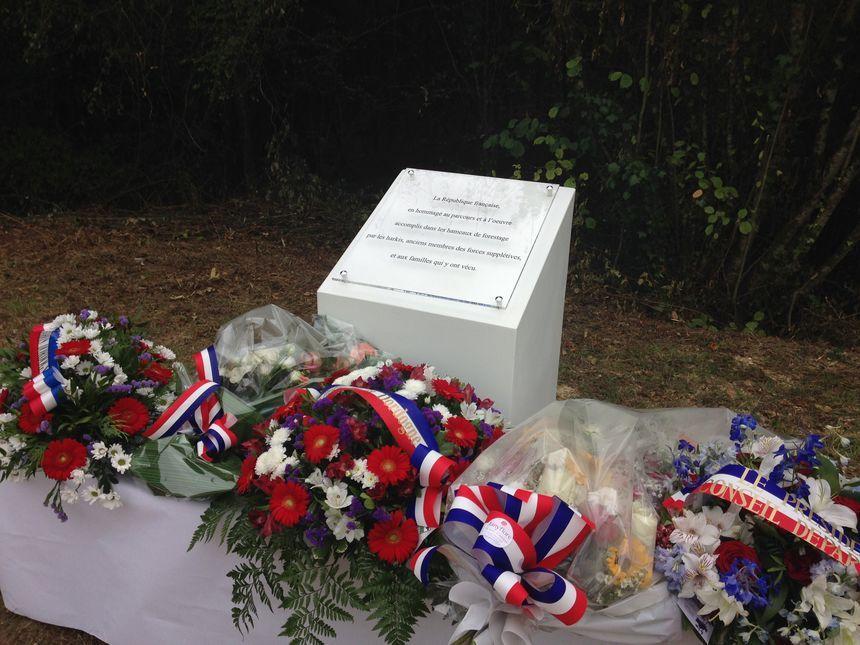 Dordogne : cérémonie d'hommage aux Harkis dans l'ancien camp de la forêt de Lanmary