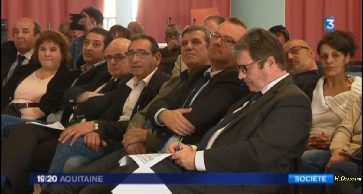 Présidentielle : Le Pen, Fillon et Macron prêts à rencontrer les harkis