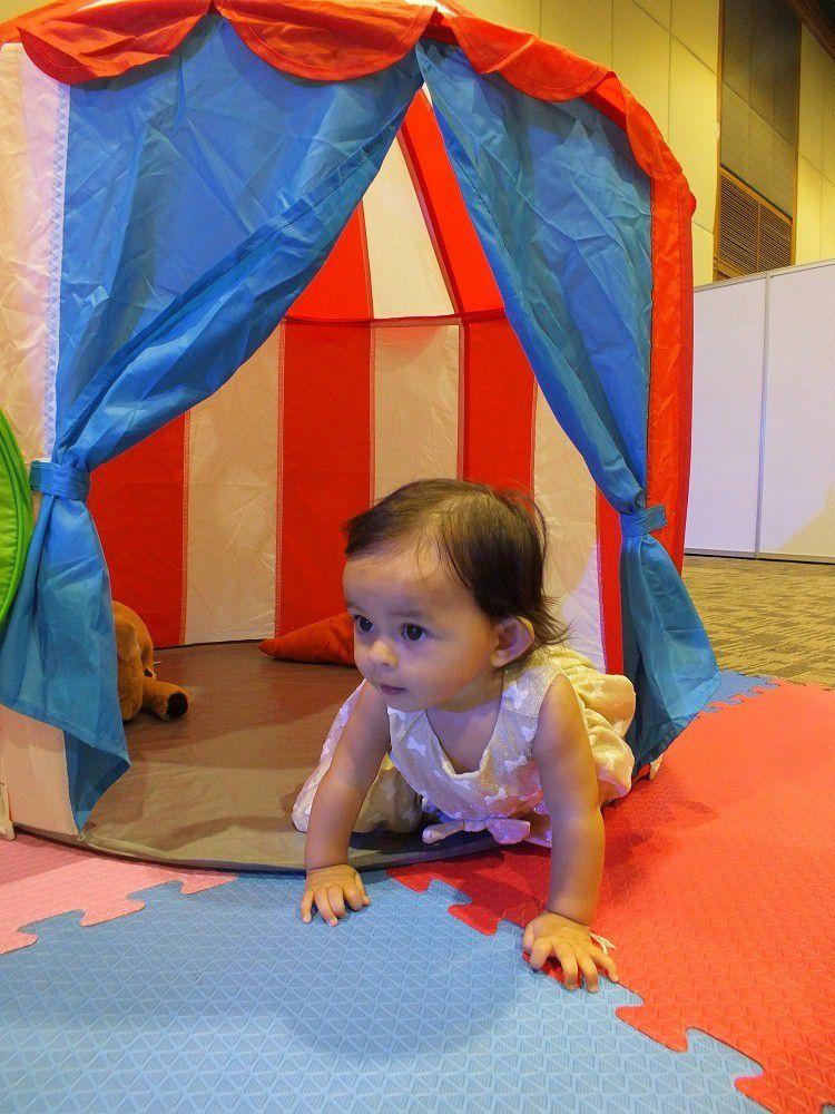 1 juillet 2017: Udonthani. Mélanie au salon de l'enfance.