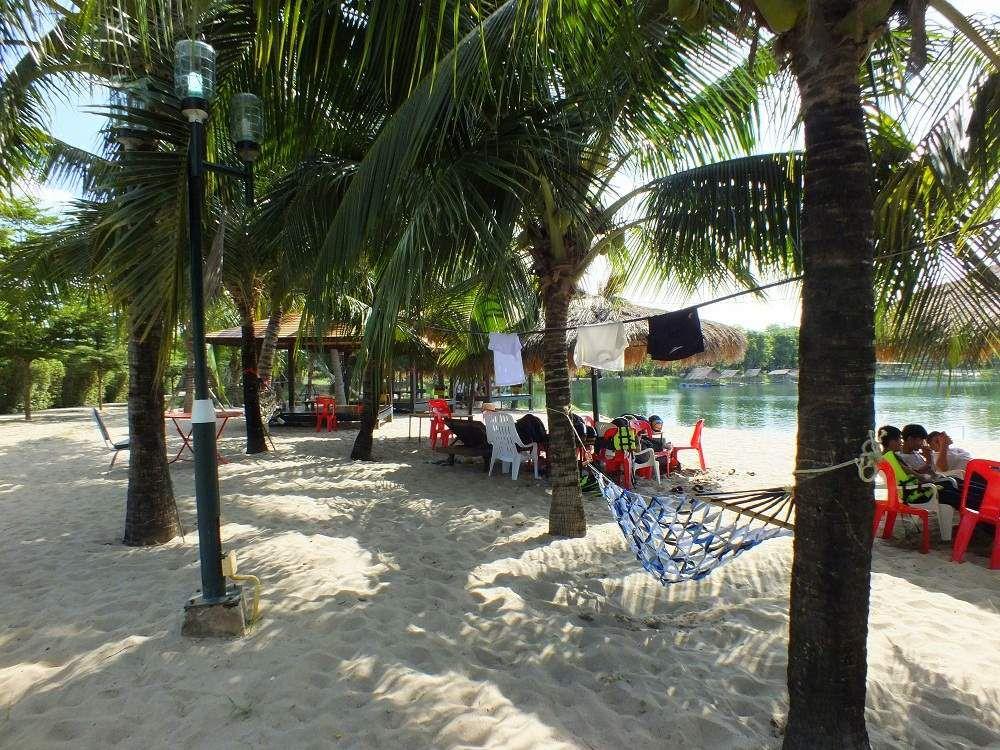 16 juillet 2019. Udonthani: Sortie au « Tanita Tara Beach»