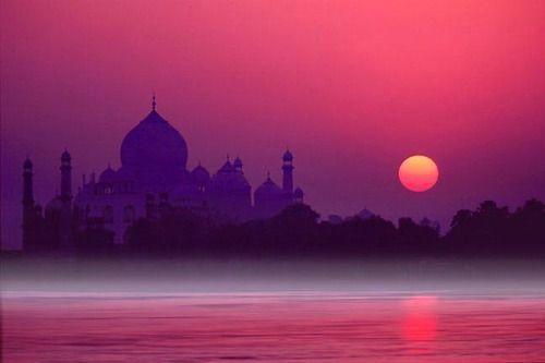 http://www.culturalindia.net/monuments/taj-mahal.html