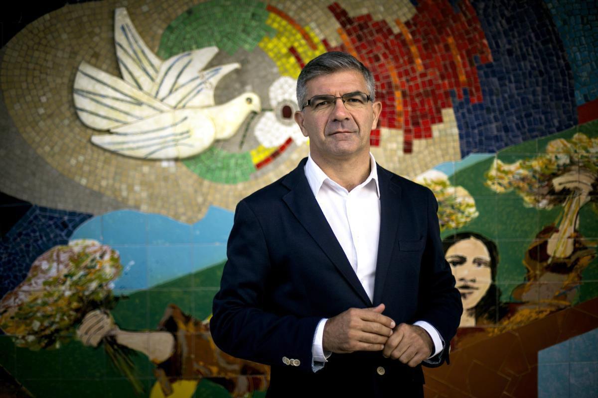 """Edgar Silva, candidat soutenu par le PCP pour la présidentielle du 24 janvier, accuse le premier ministre PS Antonio Costa de """"continuer la politique du passé""""."""