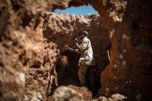Le sulfureux parcours du téléphone portable, des mines aux filières clandestines de déchets