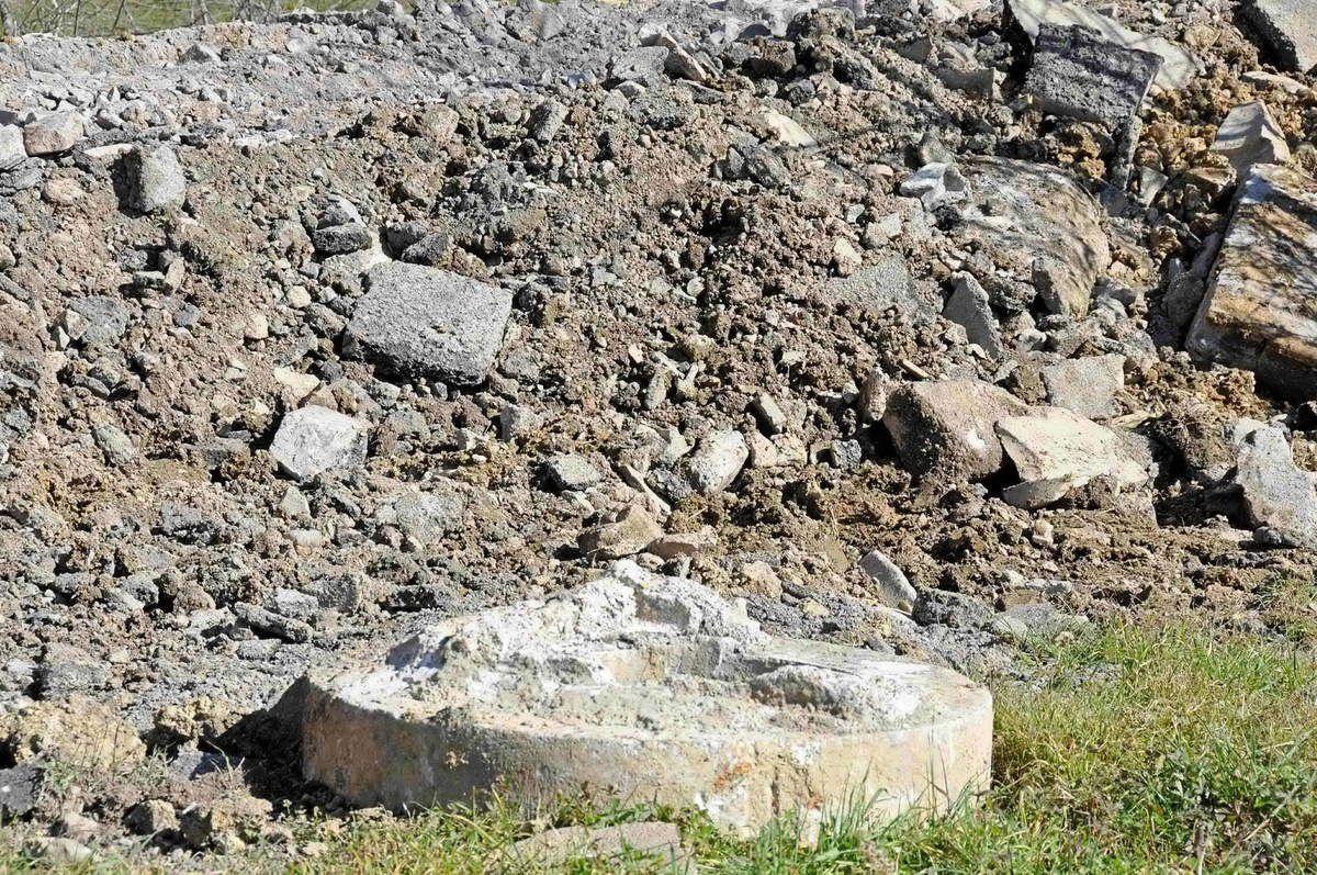 Les remblais déposés à Biriatou par la Société luzienne de travaux publics (photo CADE)