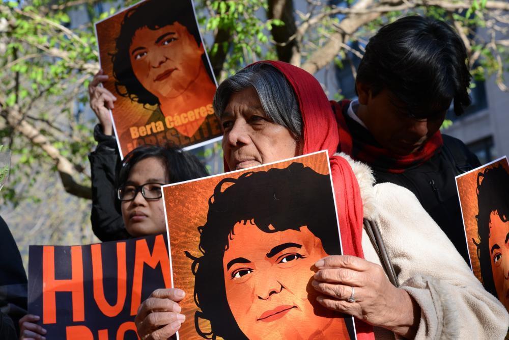 Manifestation en hommage à Berta Caceres, assasinée au Honduras en 2016 alors qu'elle défendait les droits de sa communauté vis à vis de multinationales