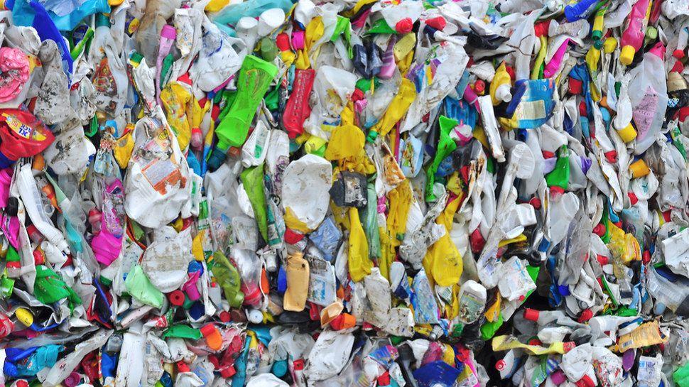 100% de plastiques recyclés à l'horizon 2025, c'est l'ambition du gouvernement Shutterstock