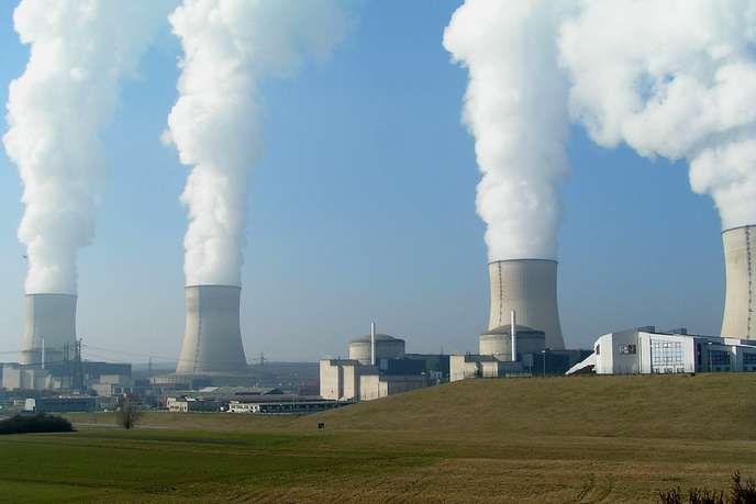 « Si l'industrie nucléaire est moribonde et en fin de vie, c'est parce que c'est une industrie du XXe siècle, un dinosaure qui s'est complexifié au fil du temps » (Photo : centrale nucléaire de Cattenom, Moselle). STEFAN KÜHN / CC BY-SA 3.0