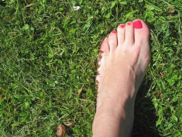 Ah oui, et j'ai ça aussi : mettre du vernis sur mes pieds... Là, c'est vraiment le printemps quand on commence à penser aux sandalettes !