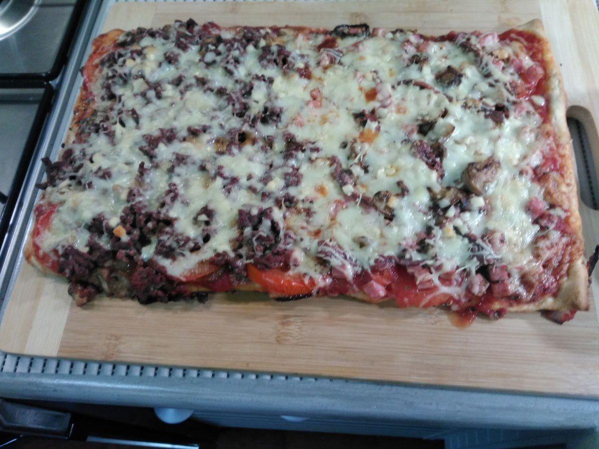 Pizza aux deux saveurs (50% porc, 50% bœuf)