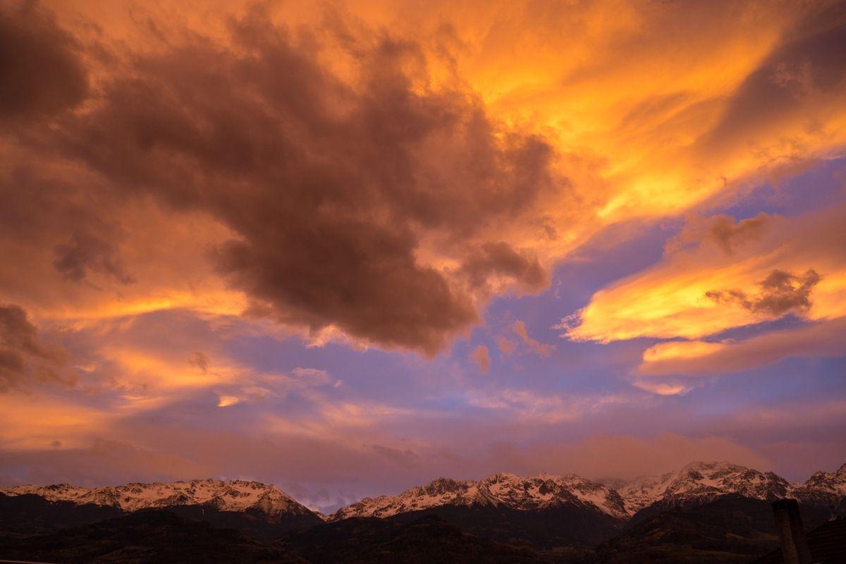 Ciel de tempête du matin sur Belledonne