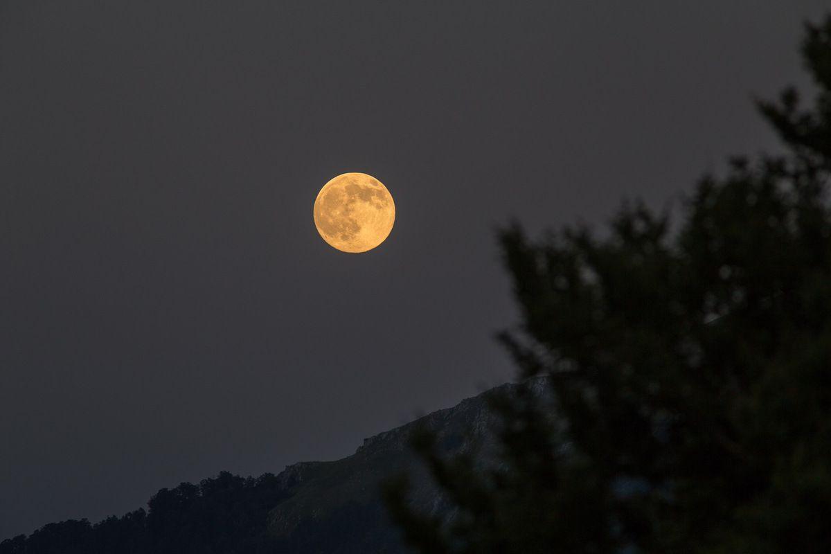 Lever de (pleine) Lune sur le chemin du retour