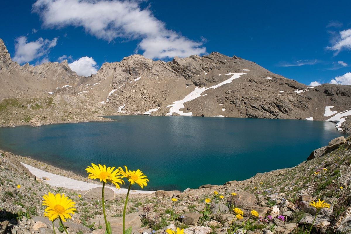 Le lac des Neuf Couleurs. Repérer le bivouac.