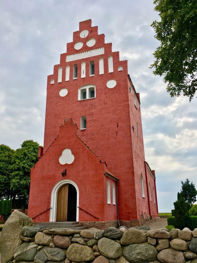 Magnifique église sur la route. Un petit détour s'impose.