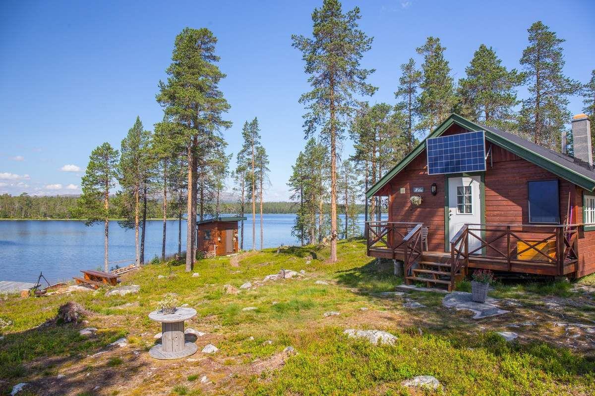 J15 : cabane au bord d'un lac dans le Hedmark
