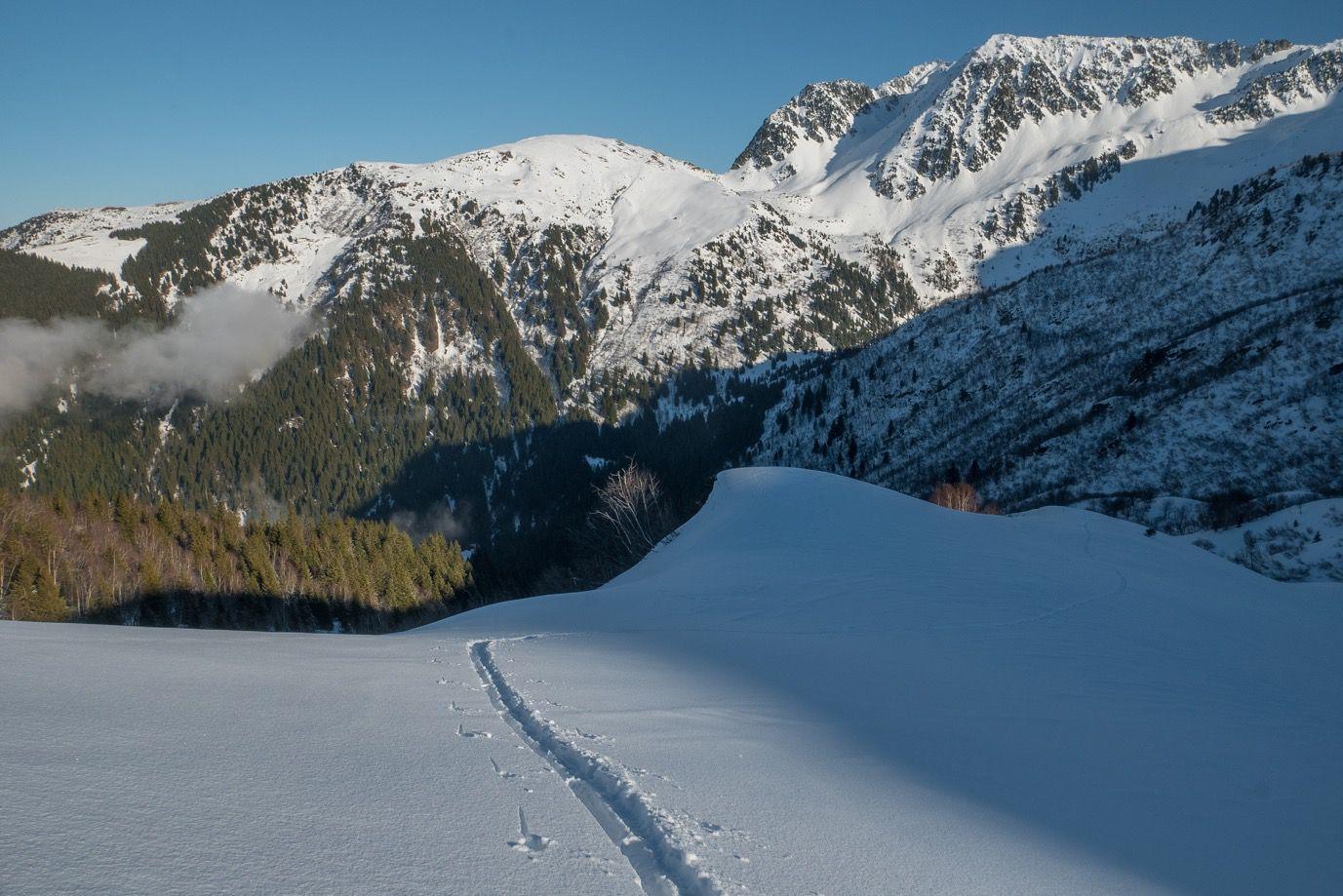 Grande Montagne : descentes #1 et #2 avec 10 de poudre sur fond dur. Pas mal du tout
