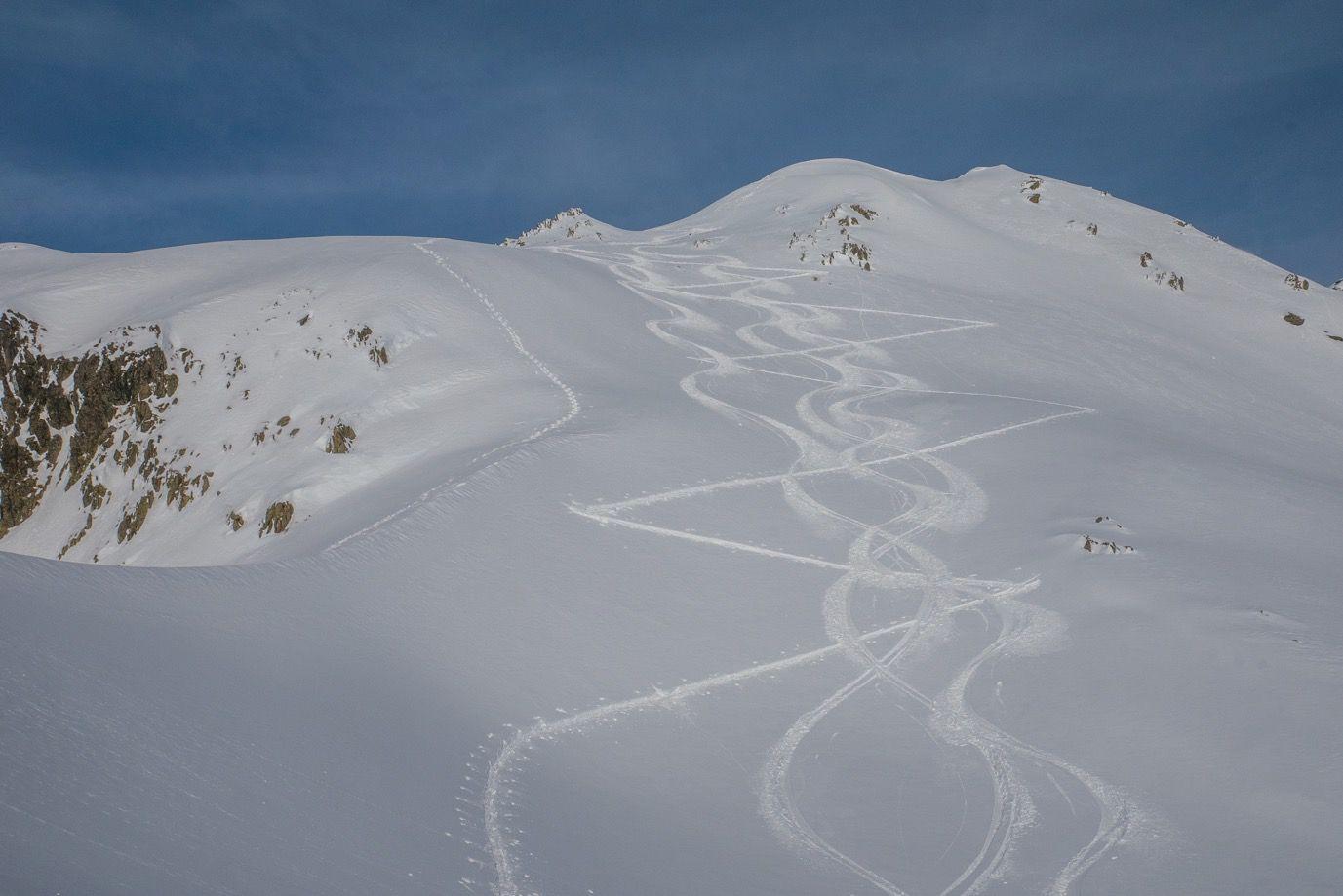 Au final, une petite couche de neige salvatrice viendra sauver les vacances en terme de qualité de ski. Et du soleil : pratiquement une sortie tous les jours après Noël. Essentiellement en belledonne