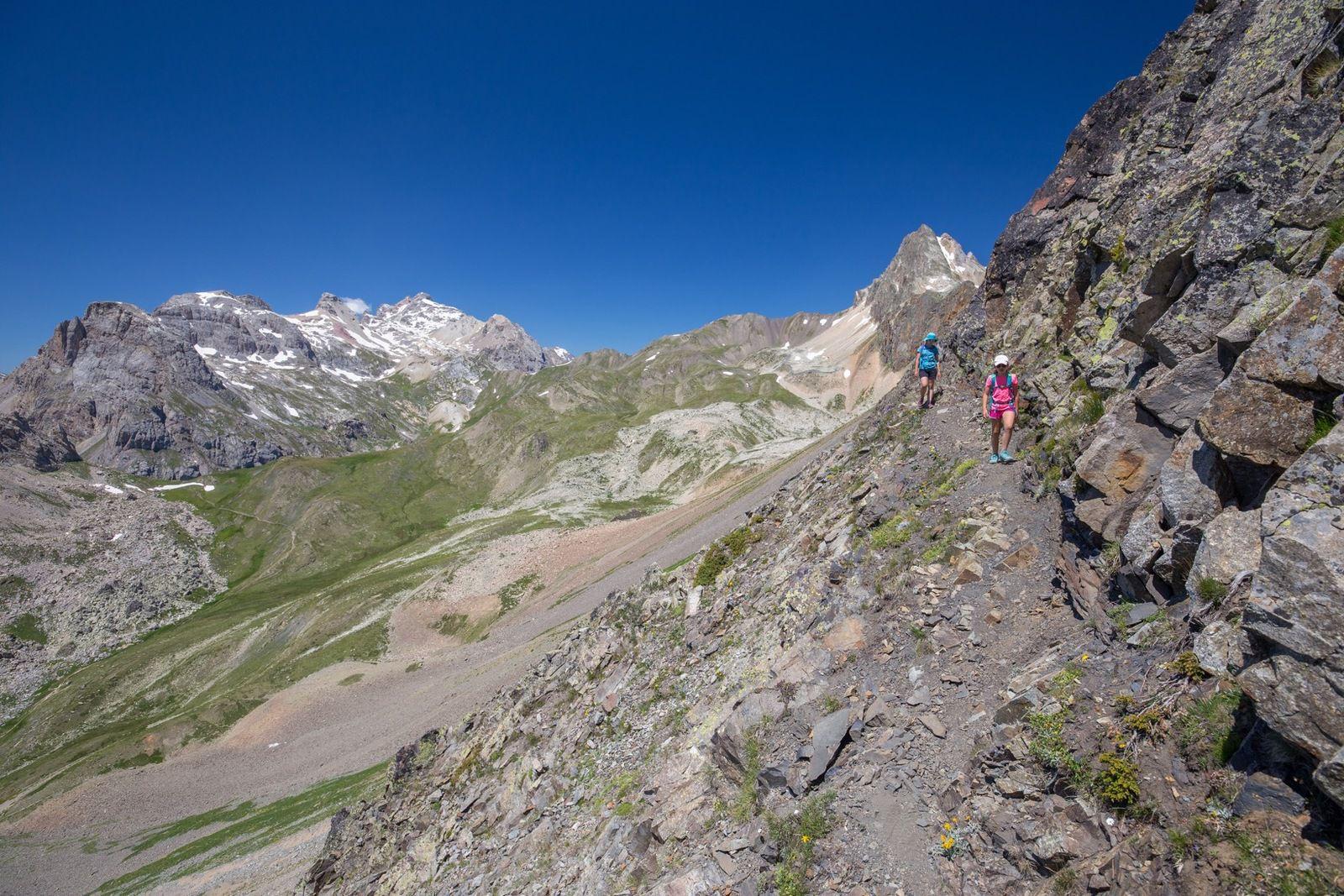 On passe versant ouest et on traverse toute la face de la Cassille avant de remonter au col du Chardonnet