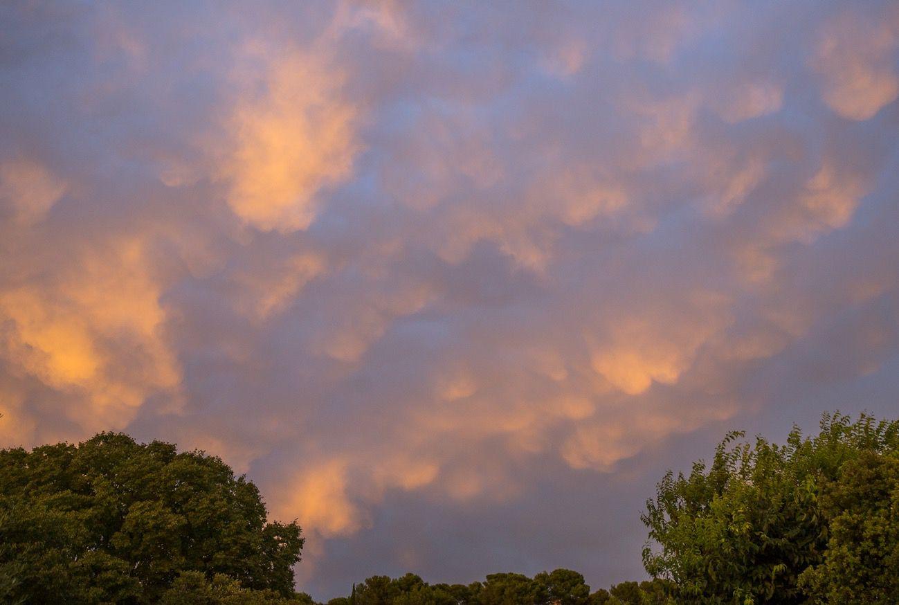 De beaux ciels le soir dans le sud