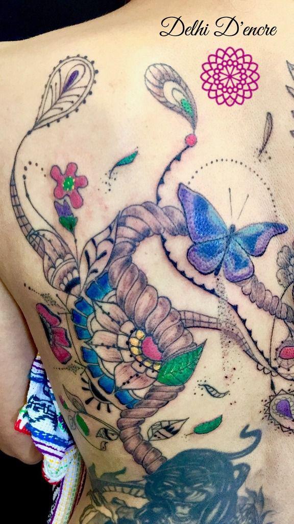 Détails tatouage papillon et nature