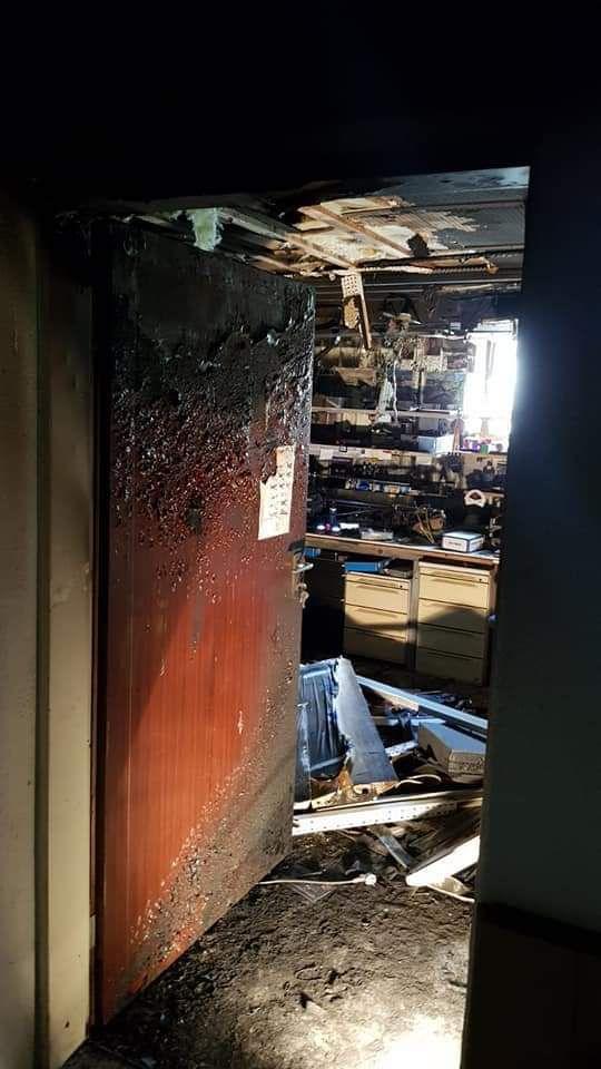 Novembre 2019. C'est toujours un RETEX à prendre en compte sérieusement, que de voir ces photos. Quand un accu Lipo prend feu, voici le résultat d'un incendie et de sa propagation, très rapide et vous perdez tout !