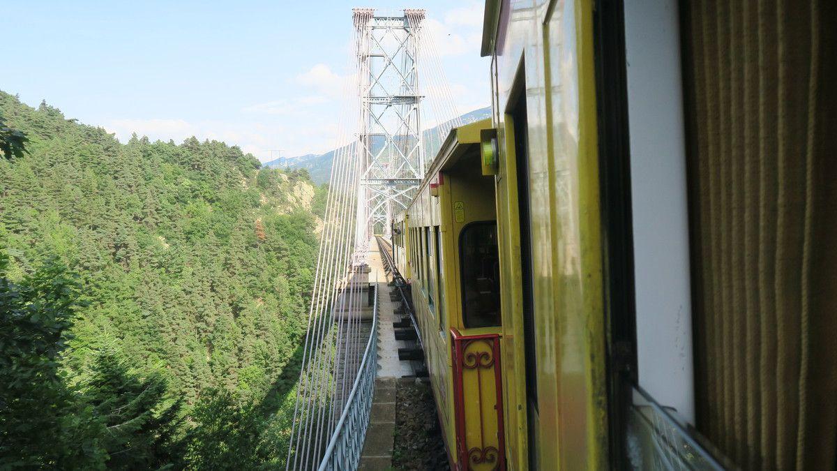 Dans mon coin il y a...un train jaune.