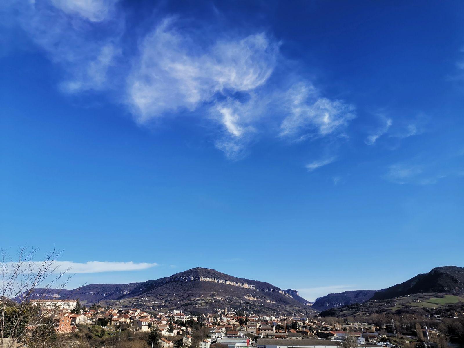 Ciel bleu sur Millau