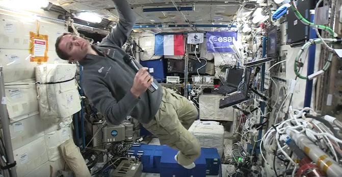 Le spationaute Thomas Pesquet dans la Station Spatiale Internationale (ISS)
