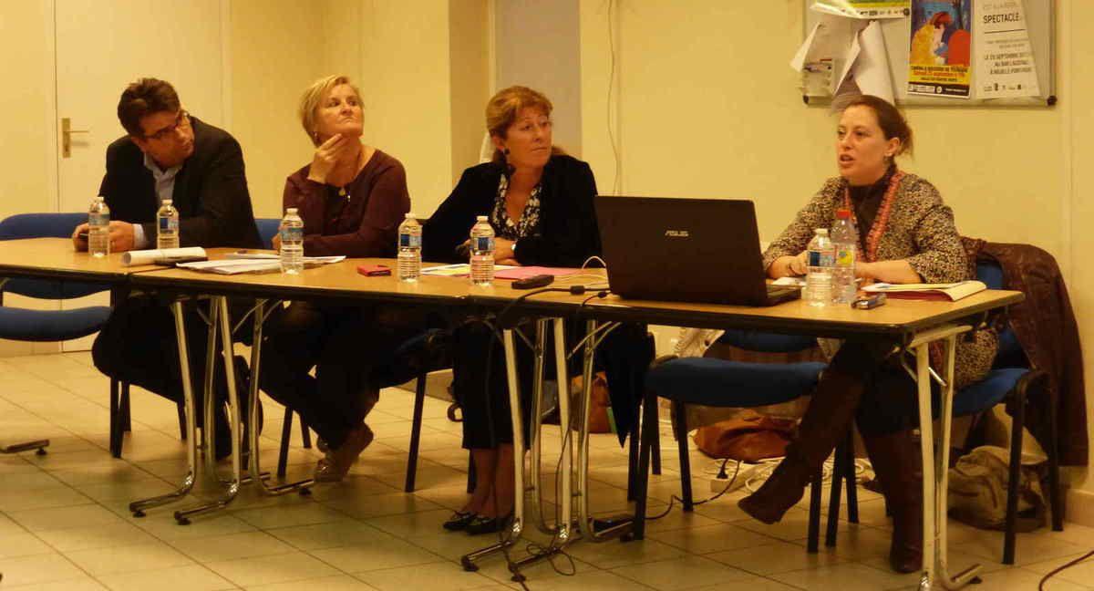 À gauche, Christophe Galland, au centre Paule Haslé et à droite, Stéphanie, technicienne de la CCGCPR