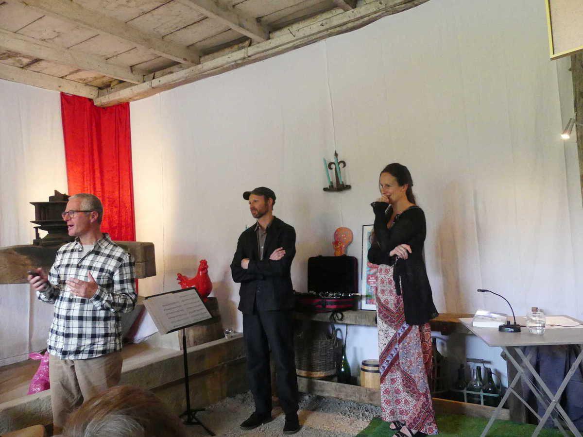 Jean présente le programme de l'animation en compagnie de Tiphaine et d'Antoine