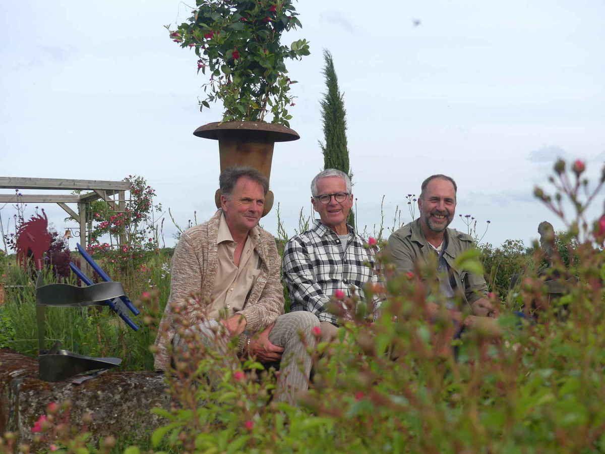 De g à d : Thierry Albert, Jean De Rycke et le sculpteur, Thierry Hervet Garcia