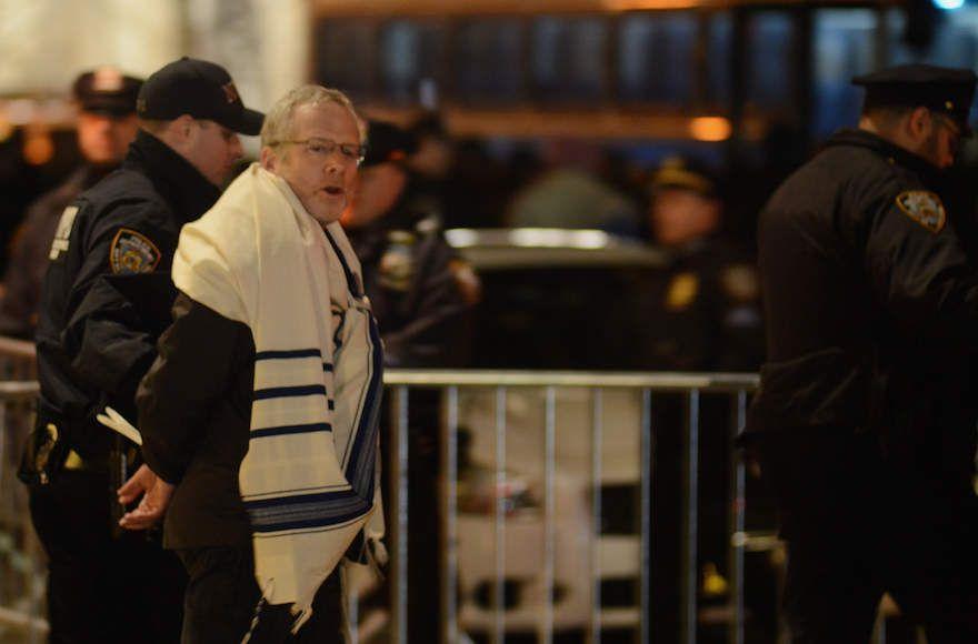 Detenidos varios rabinos en una protesta contra el veto anti-inmigración de Trump en Nueva York