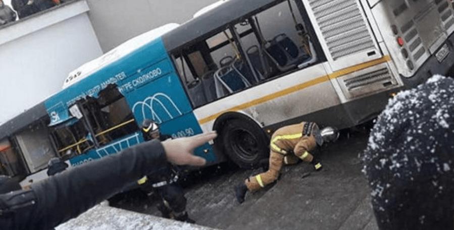 Rituales de de diciembre 2017: Un autobús embiste un paso subterráneo en Moscú y una furgoneta embiste transeúntes en Melbourne, Australia. Part II