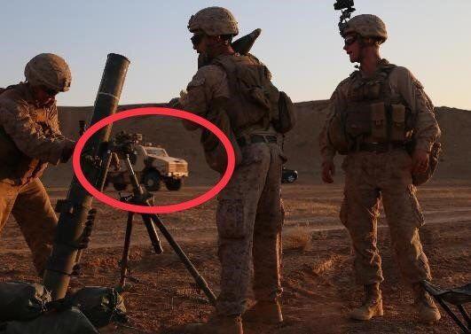 © Compte Twitter des forces spéciales américaines (@SOJTFOIR) | Un véhicule ARAVIS de l'armée française pris en photo dans la province de Deir Ezzor en Syrie.