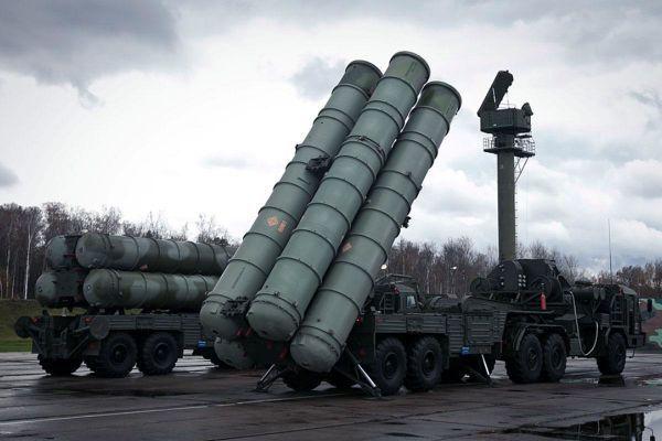 Los sistemas S-300 para las fuerzas sirias llegan a la base aérea de Khmeimin (Vídeo)