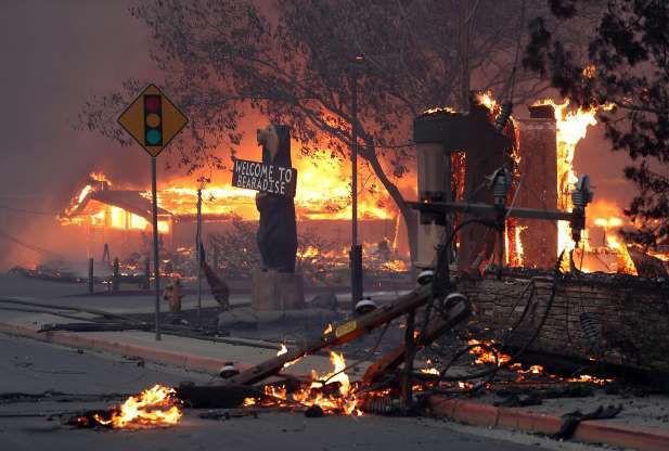 Todo conectado: Incendios en California y ceremonia del 11/11 en los Campos Elíseos