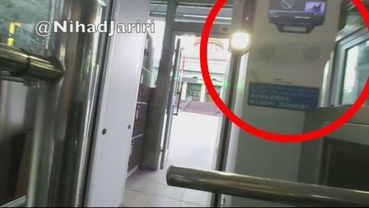 Captura de pantalla del vídeo de Nihad Jariri, en rojo el sistema de reconocimiento facial