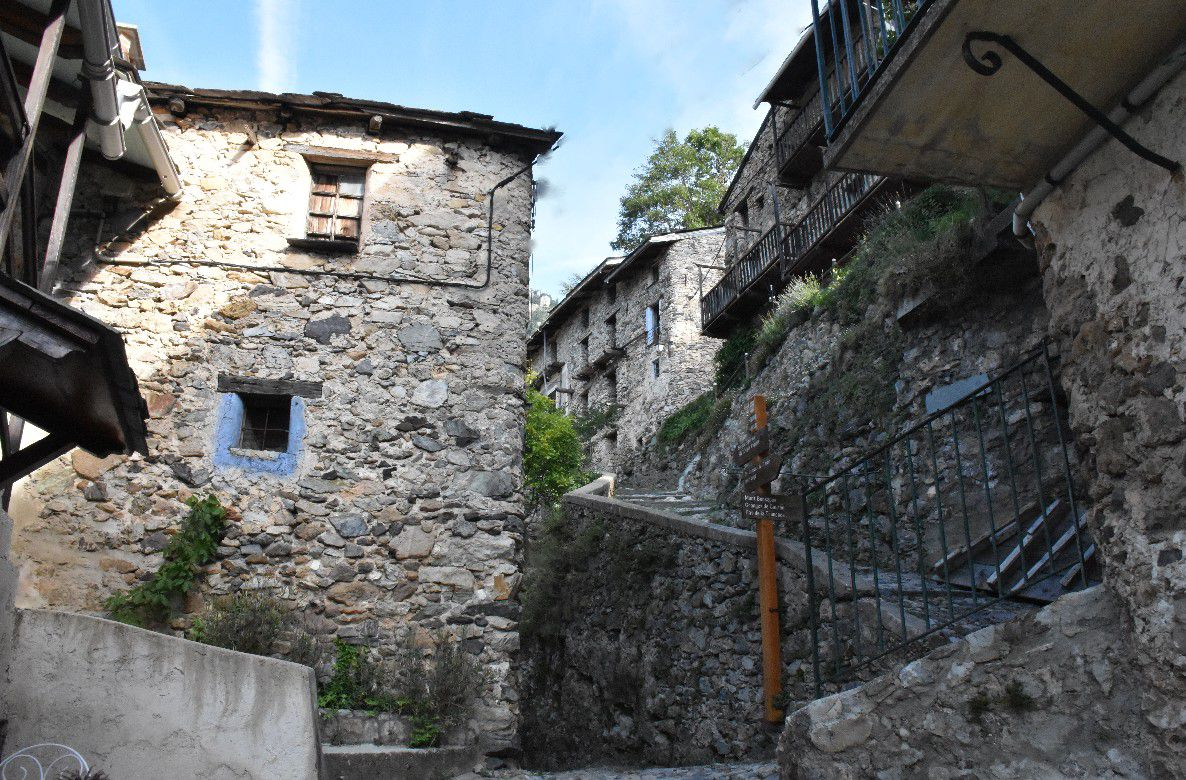 UN VILLAGE SECRET DES ALPES MARITIMES