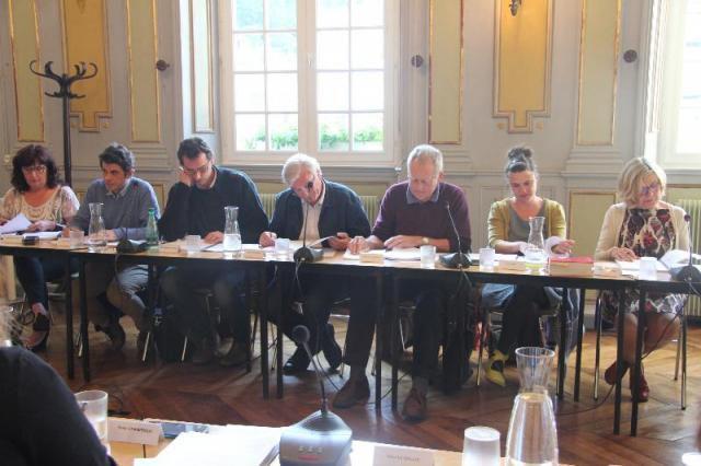 opposition au Conseil Municipal: Valérie Scattolin (Front de Gauche), Ismaël Dupont (PCF- Front de Gauche), Jean-Philippe Bapcérès (Coopérative citoyenne), Hervé Gouédard (PS- Coopérative citoyenne), Jean-Pierre Cloarec (Coopérative citoyenne), Sarah Noll (Coopérative citoyenne), Elisabeth Binaisse (PS- Coopérative Citoyenne)... et il manque Jean-Paul Vermot sur la photo (PS, Coopérative Citoyenne)