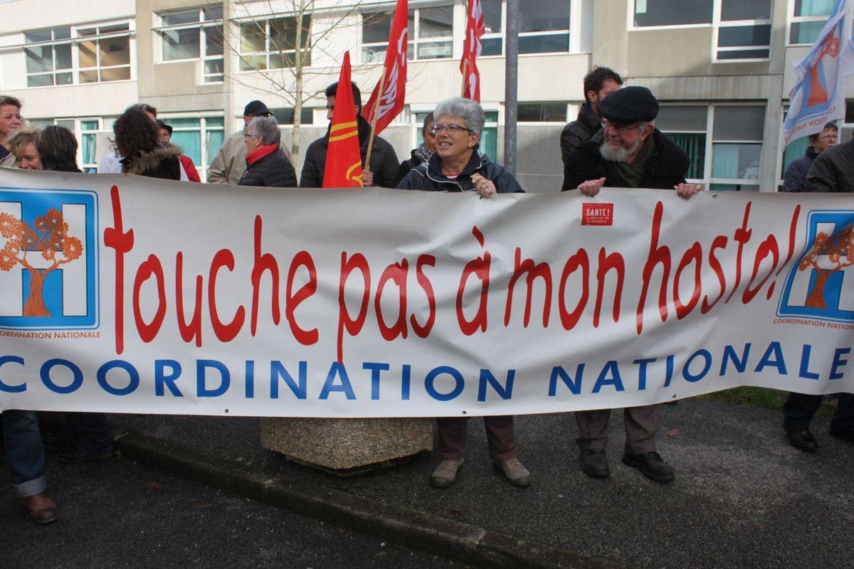 Hôpital de Carhaix: photos du rassemblement pour défendre les Urgences et le SMUR le jeudi 17 novembre 2016 par Jean-Luc Le Calvez